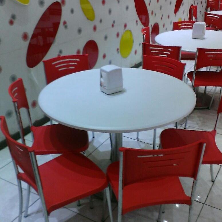 قیمت میز و صندلی فست فود